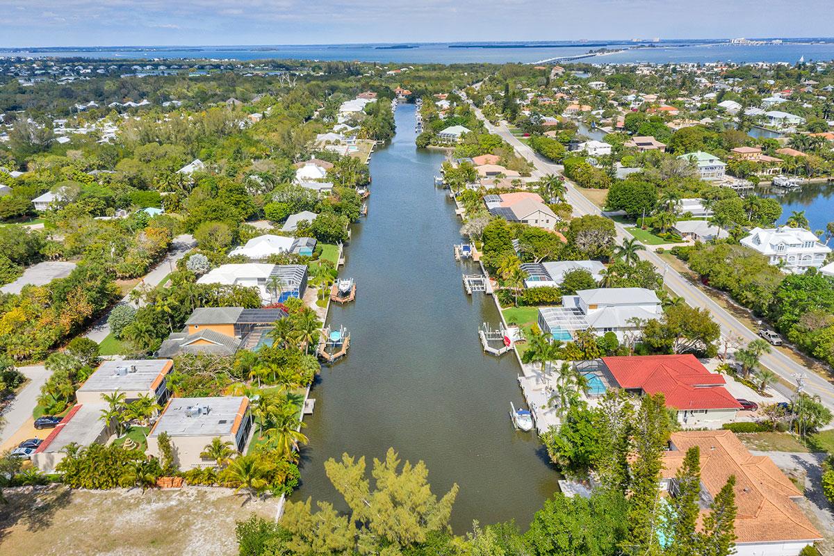 Beach-Road-Villas-Sanibel-Florida-Grounds